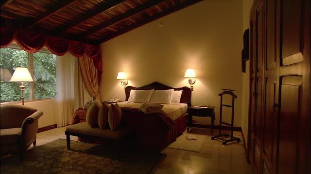 medium shot pan hotel room/ san jose, costa rica - ヘッドボード点の映像素材/bロール