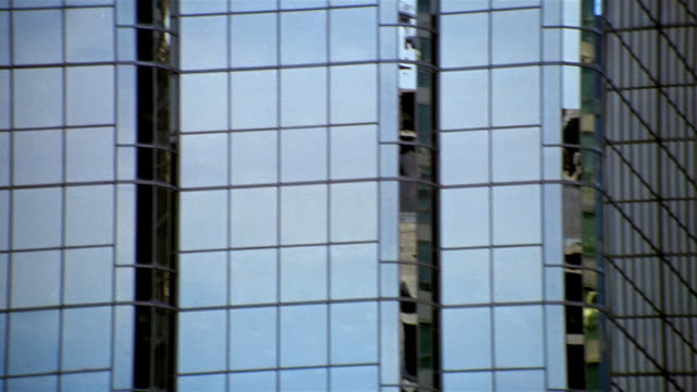 medium shot pan refections in windows of steel and glass buldings in vancouver / british columbia - kelly mason videos stock-videos und b-roll-filmmaterial