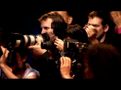 vídeos de stock, filmes e b-roll de medium shot paparazzi and fans at red carpet event/ london, england - braço humano