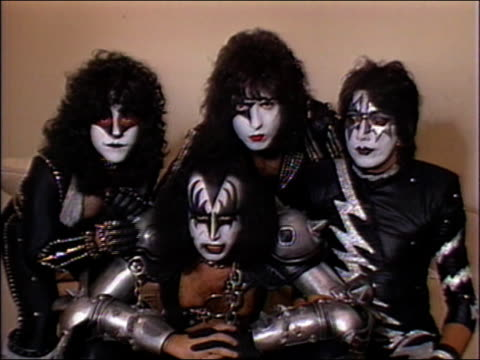 1982 medium shot rock band kiss in makeup and costume saying 'i want my mtv' for tv commercial / audio - mtv点の映像素材/bロール