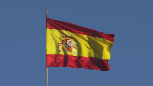 vidéos et rushes de ms medium shot spanish flag waving in wind/ madrid, spain - spain