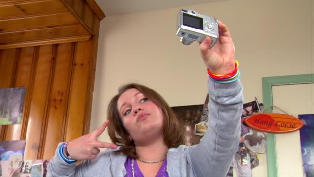 Teen girls flashing on cam — photo 11