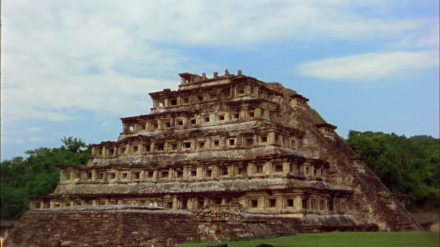 medium shot time lapse clouds over pyramid of the niches / el tajin, mexico - famous place stock videos & royalty-free footage
