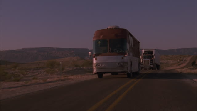 stockvideo's en b-roll-footage met pan, medium shot, tour bus and truck driving on highway, usa - dubbeldekker bus