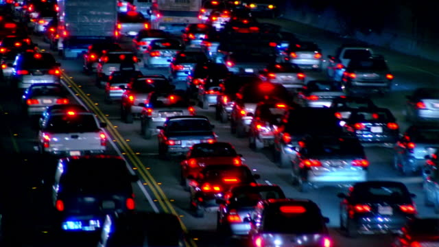 stockvideo's en b-roll-footage met medium shot traffic moving on 405 freeway / los angeles, california - tweebaansweg
