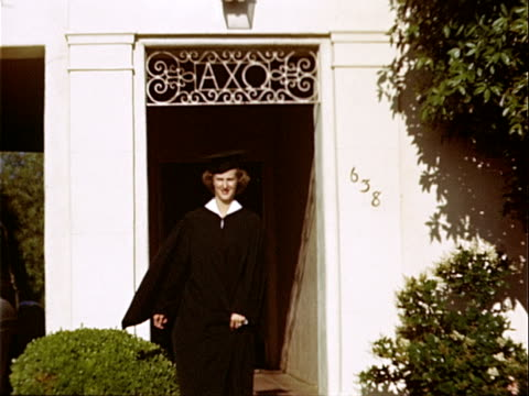 vídeos y material grabado en eventos de stock de 1949 medium shot young woman graduate leaving alpha chi omega sorority house at university of california campus / westwood, los angeles, california, usa  - westwood neighborhood los angeles