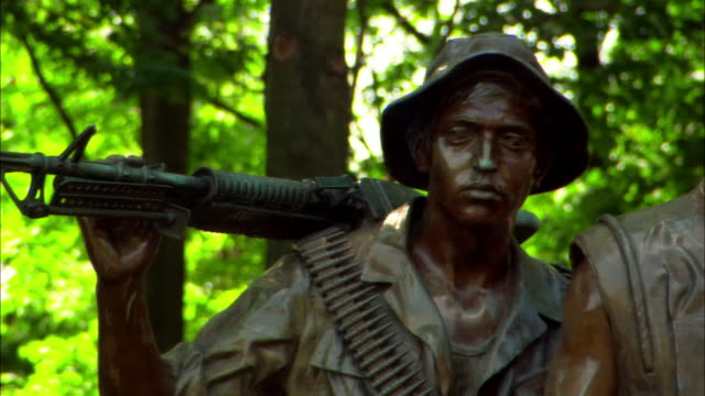 Medium shot zoom in Vietnam Veterans Statue at Vietnam Veterans Memorial/ Washington DC