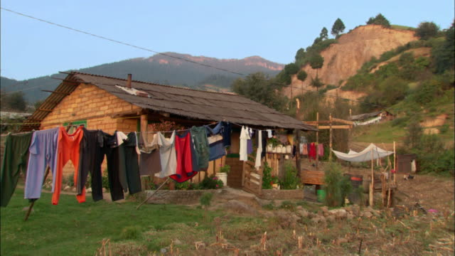 medium shot zoom out clothes hanging on washing line on small farm / ocampo, mexico - michoacán video stock e b–roll