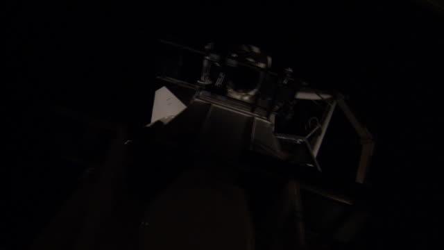 stockvideo's en b-roll-footage met medium static - a starfire telescope laser unit rotates in a lab. / new mexico - astronomietelescoop
