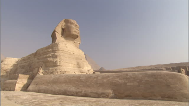 Medium, tracking-right - The Sphinx stands majestically in the desert of Egypt / Egypt