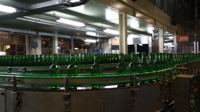 stockvideo's en b-roll-footage met medium wide view of bottles of soju moving along a conveyor on the production line at the hite jinro co factory in icheon medium view of bottles of... - middelenmisbruik