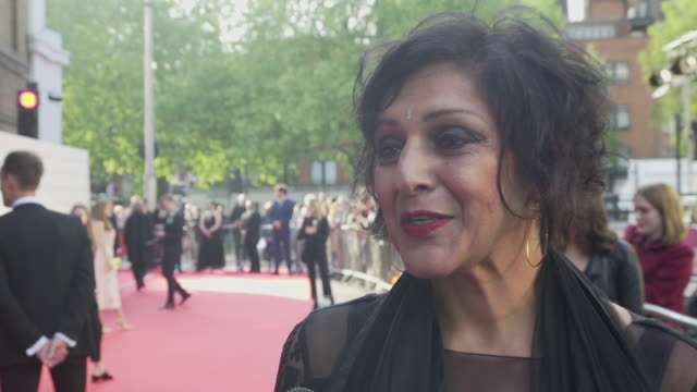 vídeos de stock e filmes b-roll de meera syal on how the old vic has changed with the times to survive at the old vic theatre on may 13 2018 in london england - meera syal