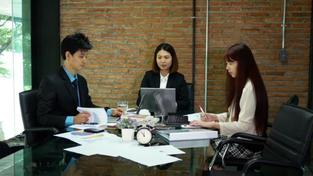 vídeos y material grabado en eventos de stock de conferencia de reuniones sobre sus negocios - presidente de organización
