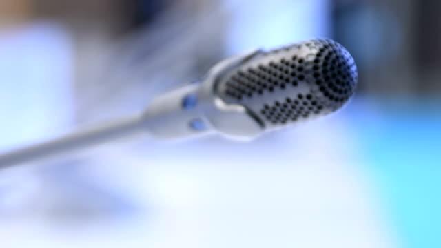 stockvideo's en b-roll-footage met vergadering, conferentie zaal - vertaling