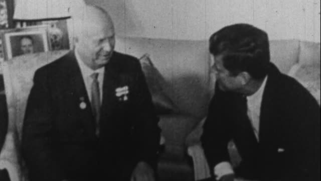 jfk meets kruschev in vienna - john f. kennedy politik stock-videos und b-roll-filmmaterial
