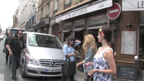 mega star lana del rey is in transit in paris before going to 2012 montreux jazz festival. she took some quality time in the city of love and lights... - montreux jazz festival stock videos & royalty-free footage