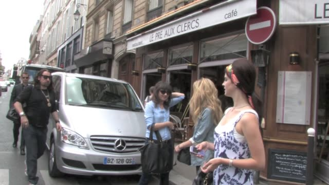 mega star lana del rey is in transit in paris before going to 2012 montreux jazz festival she took some quality time in the city of love and lights... - montreux stock videos and b-roll footage