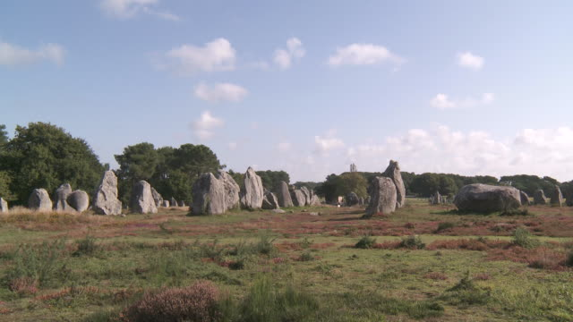 ws megalithic menhir alignement of kermario / carnac, brittany, france - obelisk stock videos & royalty-free footage