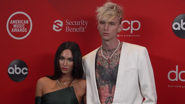 stockvideo's en b-roll-footage met megan fox and machine gun kelly at the 2020 american music awards at the microsoft theater on november 22, 2020 in los angeles, california. - american music awards