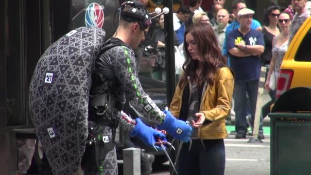 megan fox on location for 'teenage mutant ninja turtles' in new york, ny, on 5/20/13. - ミュータント・タートルズ点の映像素材/bロール