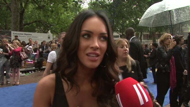 megan fox on the fans at the transformers revenge of the fallen uk premiere at london england - megan fox stock videos and b-roll footage