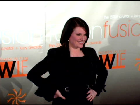 vídeos de stock, filmes e b-roll de megan mullally at the fusion the 2005 crystal and lucy awards presented by women in film at the beverly hilton in beverly hills california on june 10... - megan mullally