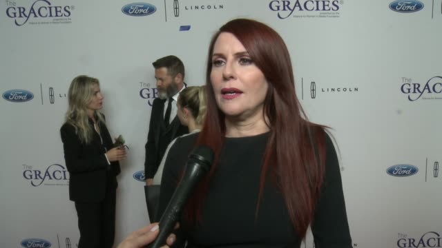 vídeos de stock, filmes e b-roll de interview megan mullally on the gracie awards on how the business and changed and progressed since she has been in it especially in light of the... - megan mullally