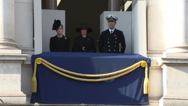 vídeos y material grabado en eventos de stock de meghan duchess of sussex at the national service of remembrance on november 10 2019 in london england - monumento conmemorativo