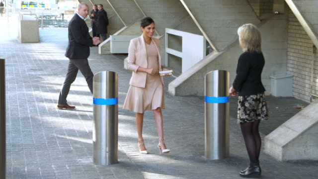 slomo meghan duchess of sussex visits the national theatre on january 30 2019 in london england - herzogin stock-videos und b-roll-filmmaterial