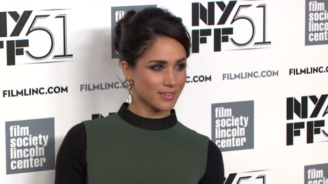 stockvideo's en b-roll-footage met meghan markle at gala tribute to cate blanchett arrivals the 51st new york film festival at alice tully hall on october 02 2013 in new york new york - filmfestival