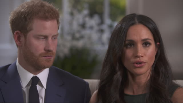 vídeos de stock, filmes e b-roll de meghan markle describing meeting the queen and joking about the corgis - atriz