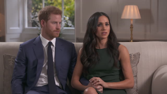 vídeos de stock, filmes e b-roll de meghan markle saying she has never been part of tabloid culture so was surprised by the media reaction to her relationship with prince harry - aliança de noivado