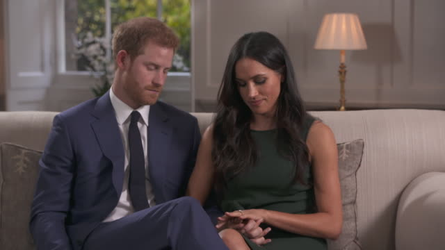 meghan markle talking about how important it is to have princess diana's diamonds in her engagement ring as she never had the chance to meet her - fidanzamento video stock e b–roll