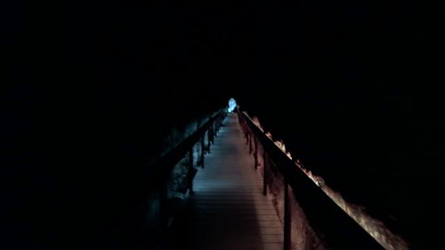 megiddo acqua tunnel - nuovo testamento video stock e b–roll