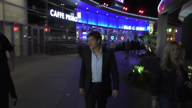 mehmet oz answers a bunch of medical questions outside the arclight theatre in hollywood at celebrity sightings in los angeles on december 07, 2015... - メフメト オズ点の映像素材/bロール