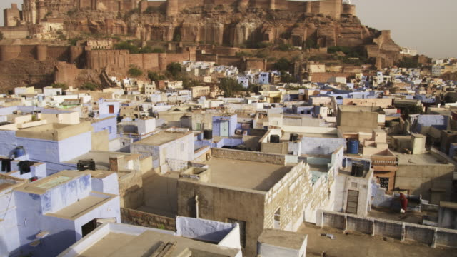 LA MS Mehrangarh Fort with houses in Jodhpur in foreground TD to courtyards