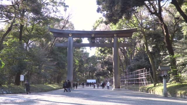 vídeos de stock, filmes e b-roll de meiji jingu - santuário