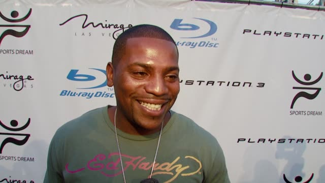 vídeos y material grabado en eventos de stock de mekhi phifer at the playboy mansion turns 'blu' for '08 espy awards kick off party at beverly hills california. - premios espy