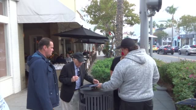 mel brooks signs autographs for fans in beverly hills at celebrity sightings in los angeles on december 13, 2019 in los angeles, california. - autogramm stock-videos und b-roll-filmmaterial