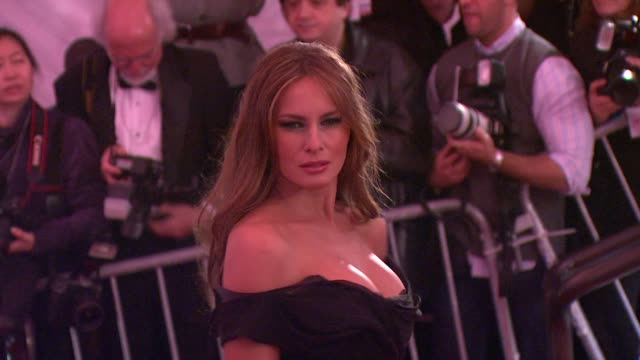 melania trump at the 'the model as muse embodying fashion' costume institute gala at the metropolitan museum of art arrivals at new york ny - 2009 bildbanksvideor och videomaterial från bakom kulisserna