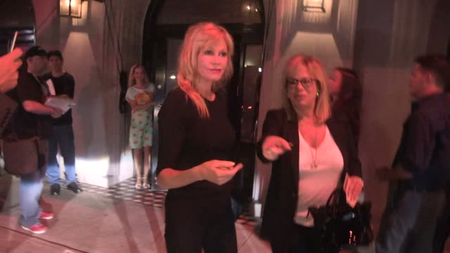 vídeos de stock, filmes e b-roll de melanie griffith at craig's in west hollywood celebrity sightings on july 15 2015 in los angeles california - melanie griffith