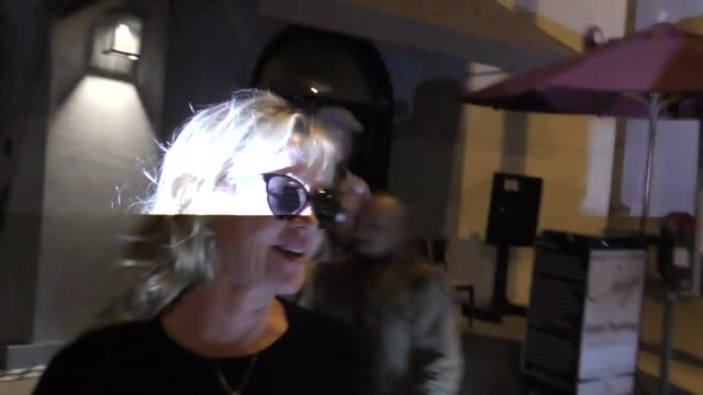 vídeos de stock e filmes b-roll de melanie griffith at craig's restaurant in west hollywood in celebrity sightings in los angeles, - melanie griffith