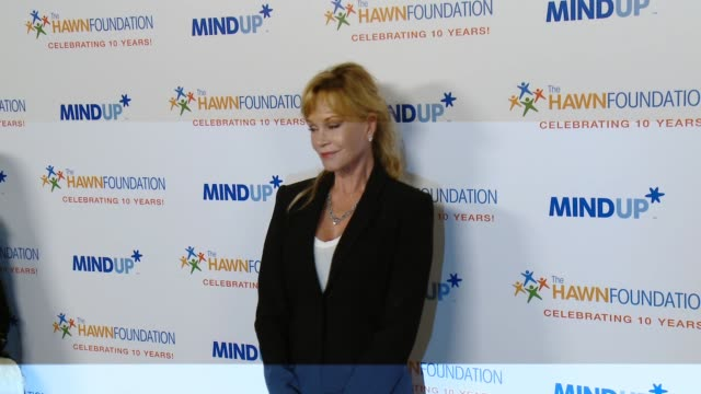 vídeos de stock e filmes b-roll de melanie griffith at goldie hawn's inaugural 'love in for kids' benefitting the hawn foundation's mindup program transforming children's lives for... - melanie griffith