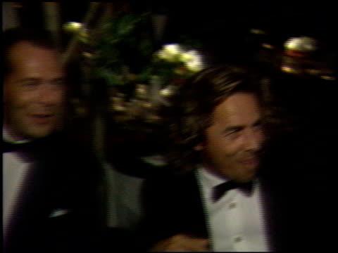 vidéos et rushes de melanie griffith at the 1989 academy awards ball at the shrine auditorium in los angeles, california on march 29, 1989. - 61e cérémonie des oscars