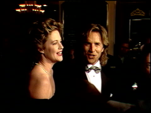 vídeos de stock, filmes e b-roll de melanie griffith at the 1989 golden globe awards at the beverly hilton in beverly hills california on january 28 1989 - melanie griffith