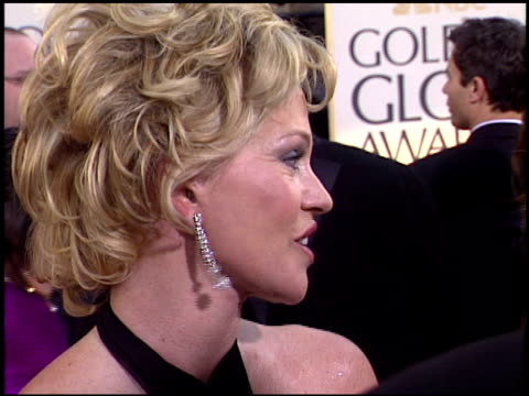 vídeos de stock, filmes e b-roll de melanie griffith at the 2004 golden globe awards at the beverly hilton in beverly hills california on january 25 2004 - melanie griffith