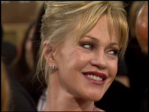 vídeos de stock, filmes e b-roll de melanie griffith at the 2006 golden globe awards at the beverly hilton in beverly hills california on january 16 2006 - melanie griffith