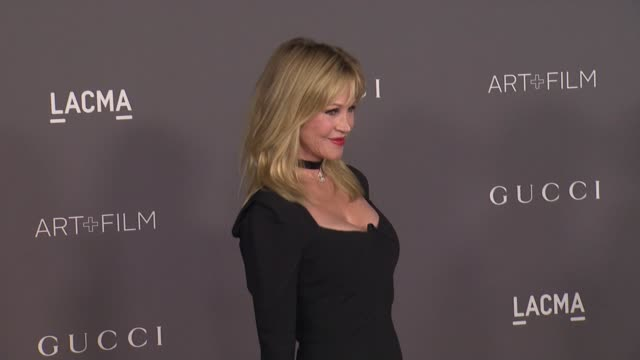 vídeos de stock, filmes e b-roll de melanie griffith at the 2017 lacma art film gala honoring mark bradford and george lucas and presented by gucci at lacma on november 4 2017 in los... - melanie griffith
