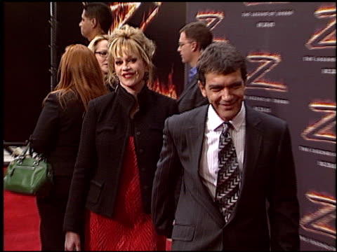vídeos de stock e filmes b-roll de melanie griffith at the premiere of 'the legend of zorro' at orpheum in los angeles, california on october 16, 2005. - melanie griffith