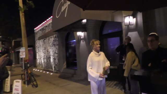 vídeos de stock e filmes b-roll de melanie griffith dines at craigs in west hollywood in celebrity sightings in los angeles, - melanie griffith
